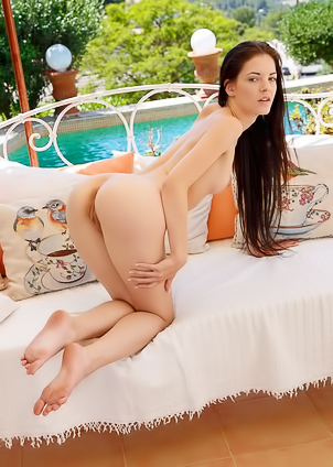 Anie Darling in Patio Bed